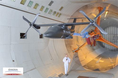 Maquette Nicetrip en configuration avion, montée sur dard droit et tripode dans le chariot n°2 de la soufflerie S1MA.