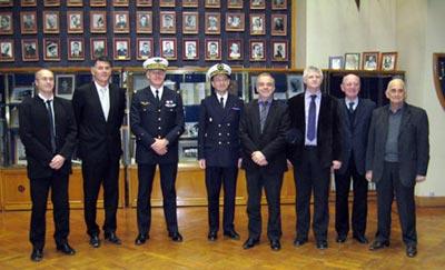 L. Chaudron (Onera), M. Tonon (Maire de Salon de Provence et Président de l'Agglopole Provence), le Général G. Modéré (Commandant des EOAA et de la base 701), l'IGA J-Eric Chevillot (Directeur de la DGA EV), J-Y. Longère (Directeur du pôle Pégase), le Pr P. Lagonotte (Directeur du CREA), G. Virlogeux (Maire de Lançon de Provence) et R. Gimet (Maire de Saint-Chamas).